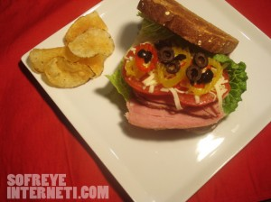 ساندویچ خوشمزه بوقلمون ؛ یک ساندویچ خوشمزه بوقلمون در سفره اینترنتی؛