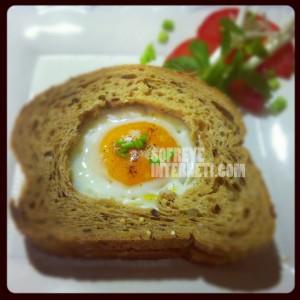 sunny side up egg تخم مرغ نیمرو به روش زیبا بین
